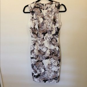 CALVIN KLEIN GRAY & WHITEFLORAL DRESS - SIZE: 2